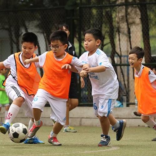 lớp bóng đá trẻ em tại thể thao phong sơn